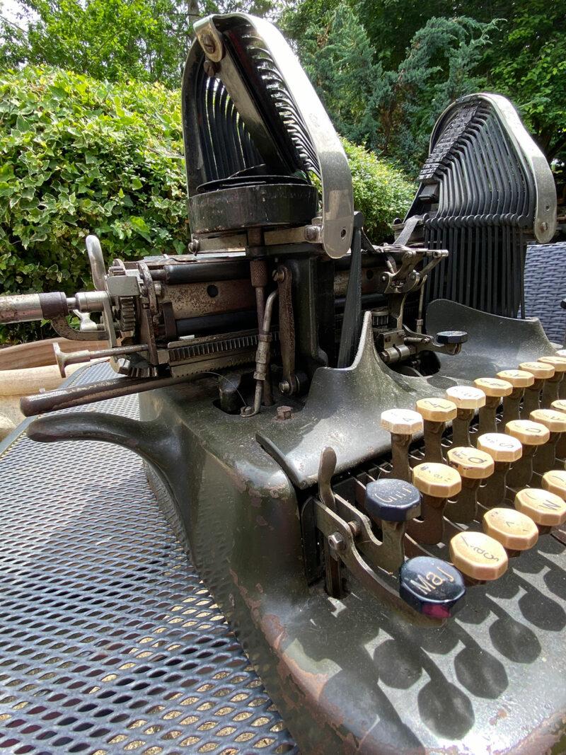 Rare French Oliver 6 Typewriter