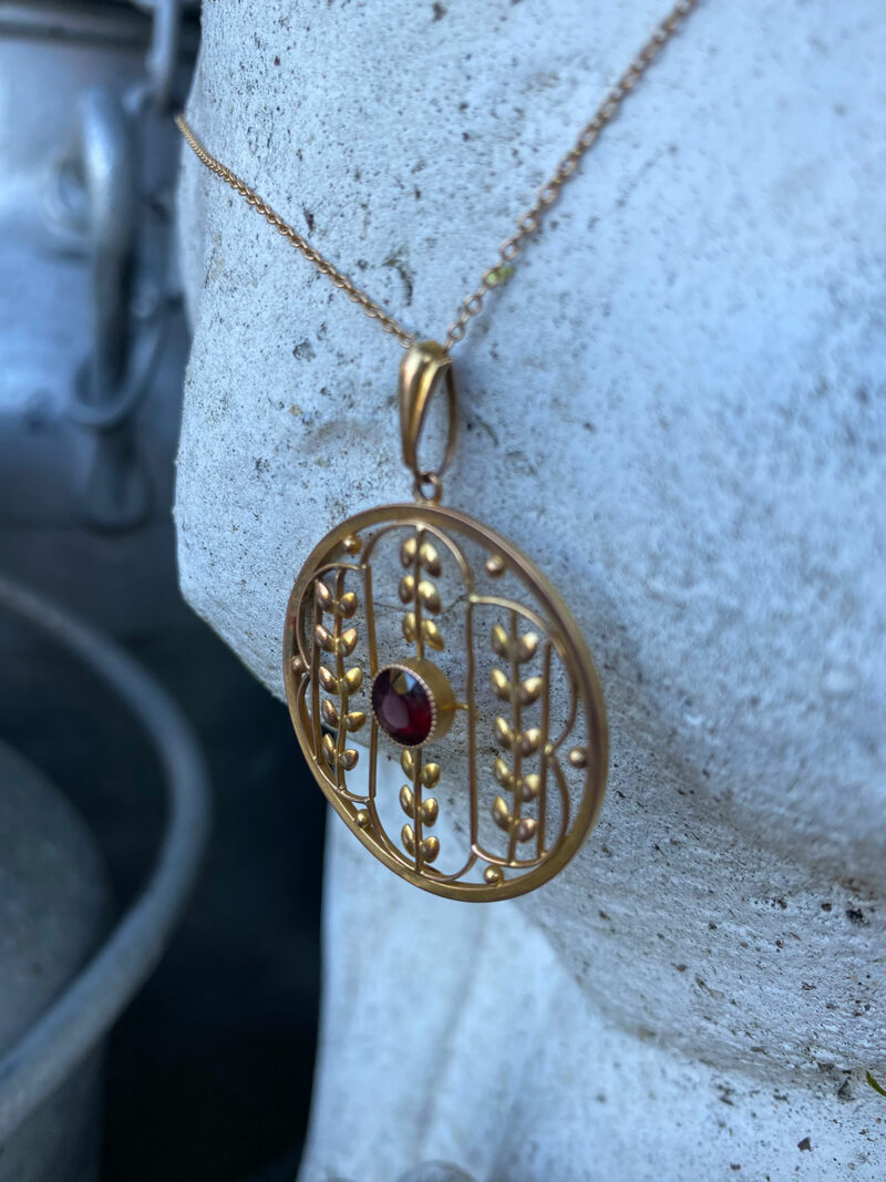 9ct Gold & Ruby Pendant & 9ct Gold Chain