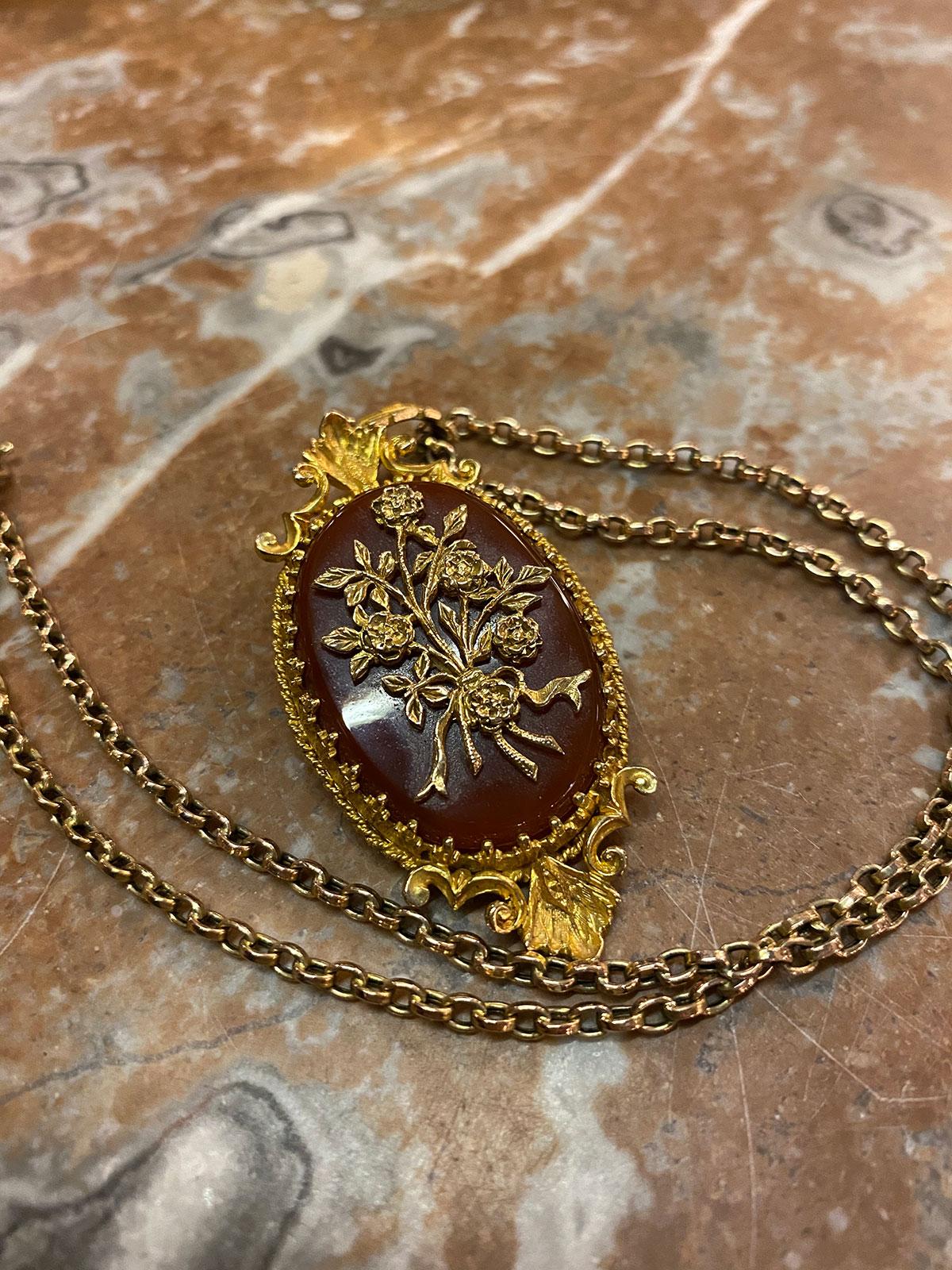 9ct Gold & Cornelian Pendant & 9ct Gold Chain